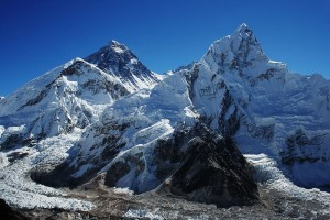 800px-Everest_nubtse